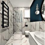wnętrze łazienki granat z calacattą